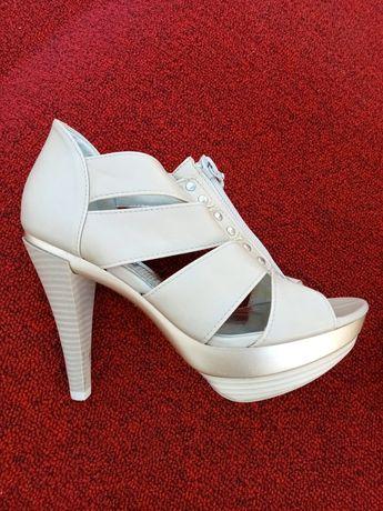 Sapatos de salto alto Piccadilly