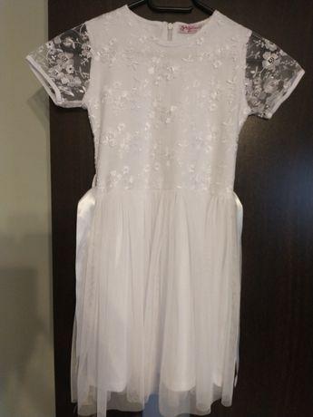 Piękna biała sukienka z koronką 140 cm