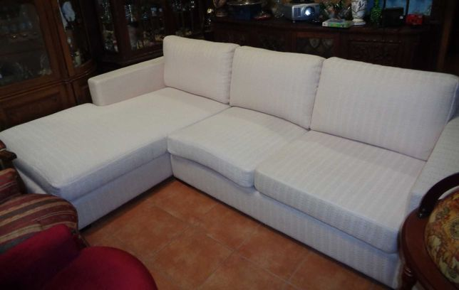 Sofá chaise long em tecido lavável marfim