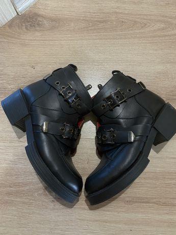 Ботинки черные под dsquared2
