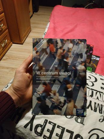 Książka W centrum uwagi wiedza o społeczeństwie