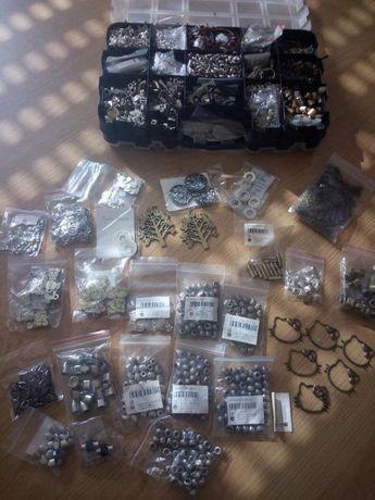 Lote com centenas de peças para bijuteria artesanal