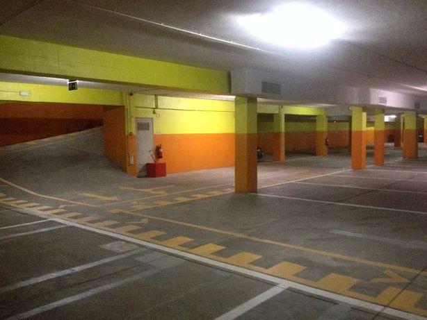 Arrendam-se lugares de garagem - junto à C. M. Gaia.