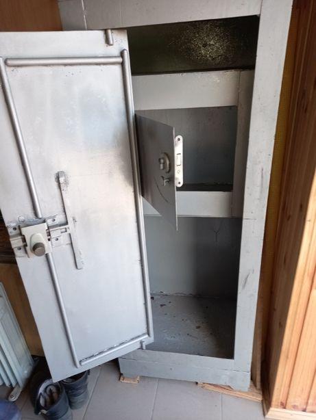Продам сейф металлический, метал 4.
