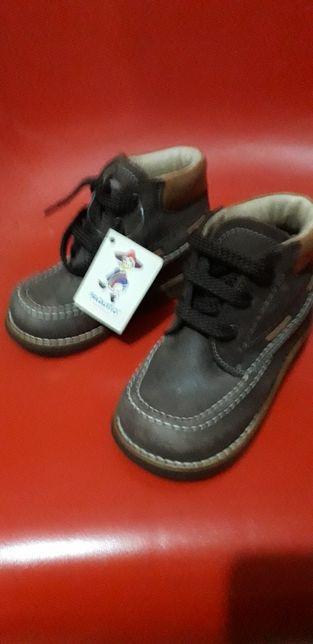 Vendo botas menino