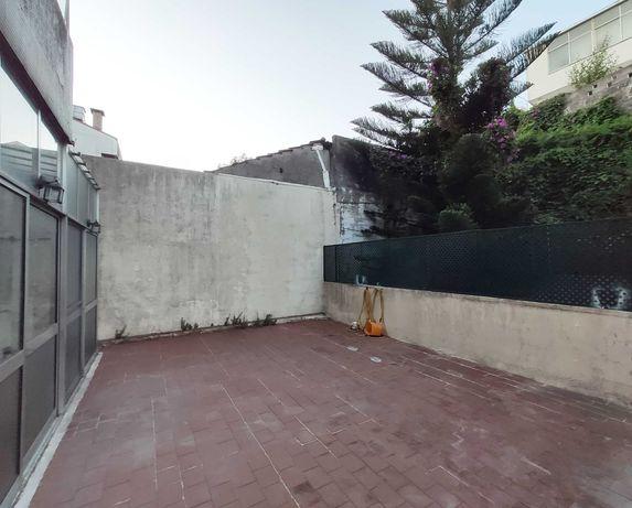 T2 com terraço na rua Aires Ornelas