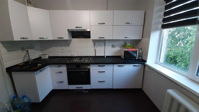 Продам 2-х кімнатну квартиру  по вул. Крошенській