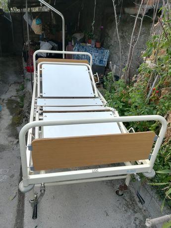 Cama Ortopédica articulada a manivela em bom estado