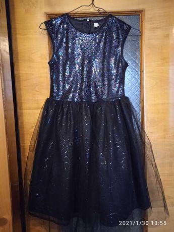 Piękna cekinowa sukienka 152