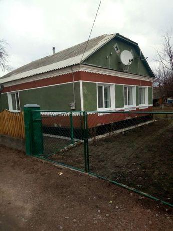 Продається будинок в селищі Лугини Житомирської обл, гарний жилий стан