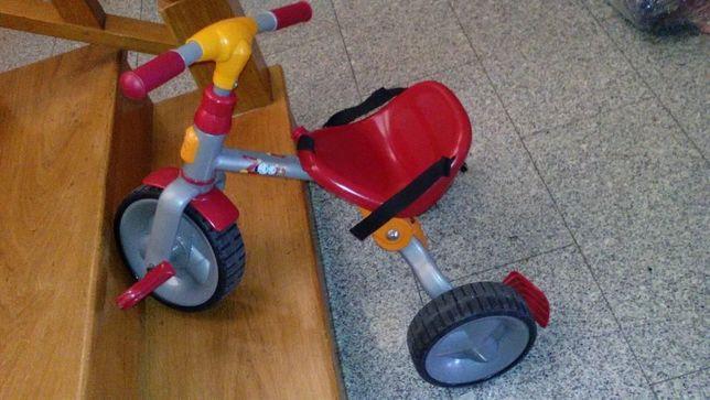 Triciclo chicco como novo