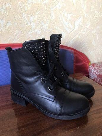 Зимние женские кожаные сапоги 38 размер
