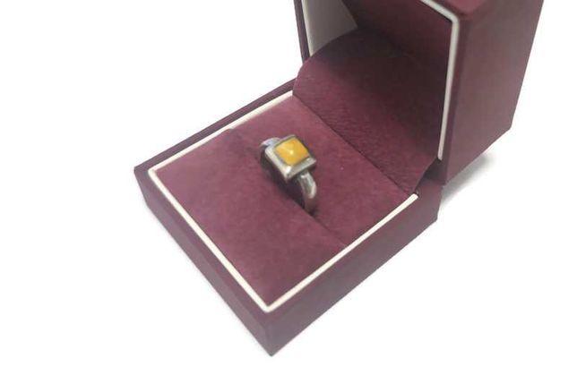 Srebrny pierścionek 925 / 3.94g