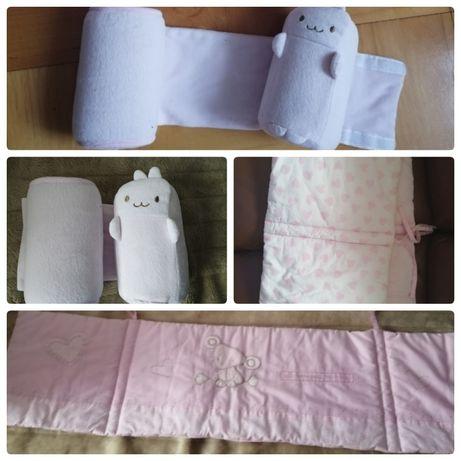Ochraniacz do łóżeczka i wałeczki dla niemowlaka