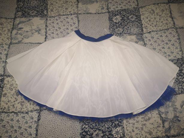 Biała spódnica rozkloszowana z tiulem