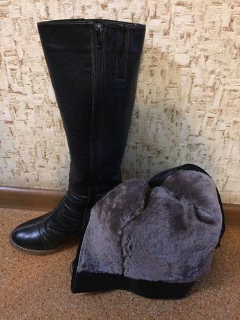 Зимние кожаные сапоги с натуральным мехом внутри 38 р. б/у