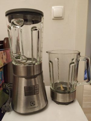 Blender e 2 copos Electrolux para peças