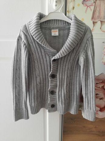 Elegancki szary sweterek z długim rękawem rozpinany na guziki