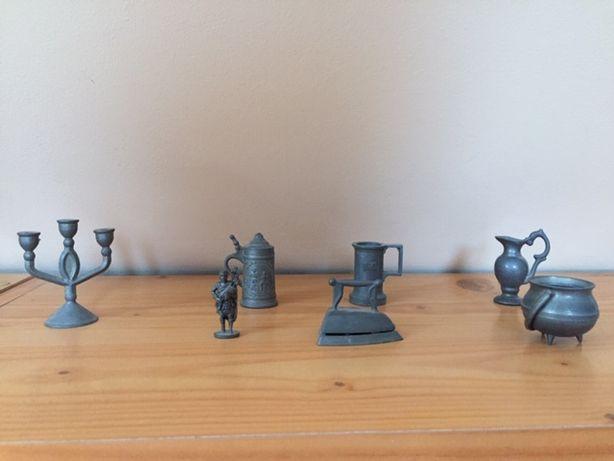 komplet miniaturowych figurek