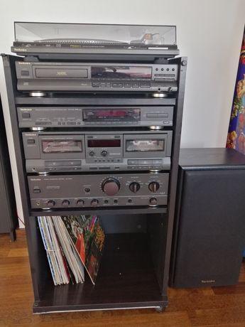 Aparelhagem alta fidelidade Technics com gira discos e colunas