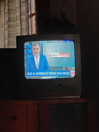"""Televisor GXK com dvd 19"""""""