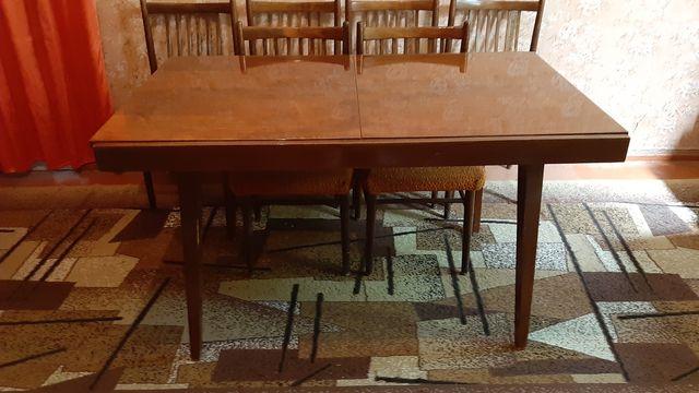Набор,стол и стулья.