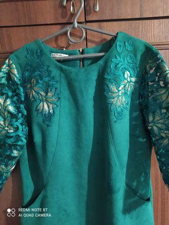 Сукня зеленого кольору