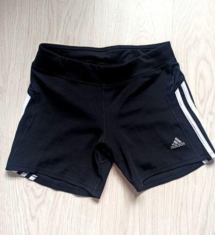 Krótkie czarne spodenki adidas z lampasami, siłownia, ćwiczenia