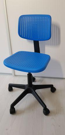 Krzesło do biurka dla dzieci Ikea.