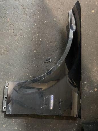 Mercedes w204 blotnik lewy uszkodzony lift
