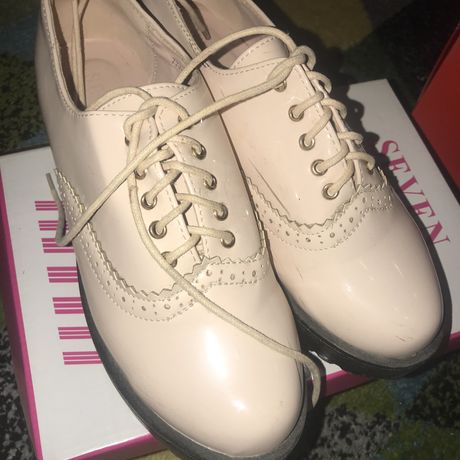 Осенние лаковые ботинки на шнурках!