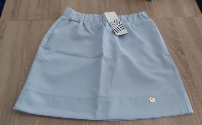 Nowa błękitna spódniczka