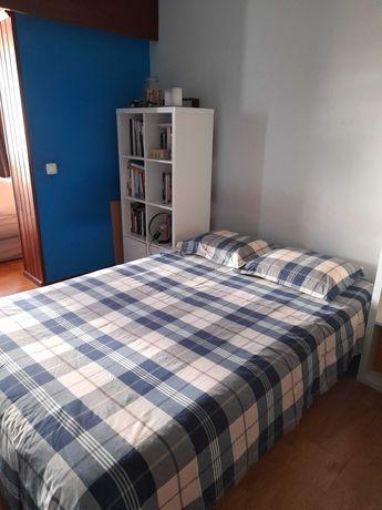 Cama de casal IKEA com colchão e estrado