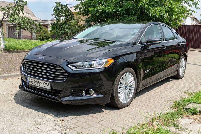 Продам заряжаемый Гибрид Ford Fusion Energi