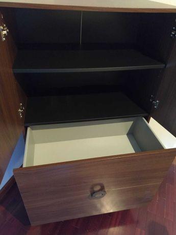Armário e mesinha de cabeceira IKEA
