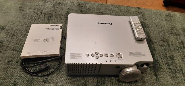 projektor Panasonic PT-AE700E
