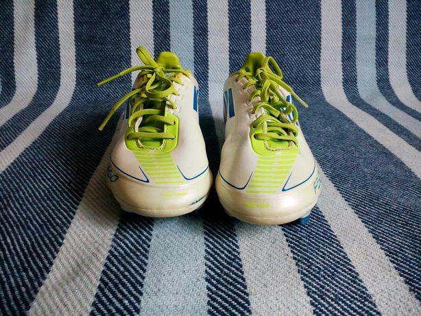 Buty sportowe białe, korki, do piłki nożnej ADIDAS, rozmiar 33(21cm)