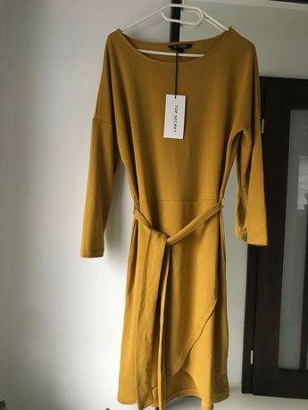 Nowa sukienka z paskiem