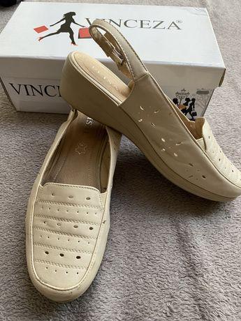 Kremowe sandały skórzane rozmiar 38