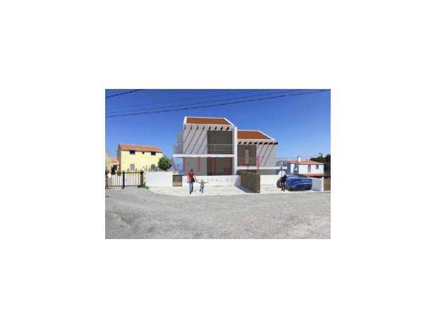 Lote com projeto aprovado para duas moradias T3