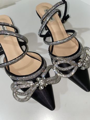 Туфли с камнями .