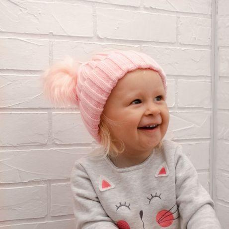 Детская шапочка с помпонами на осень для девочки