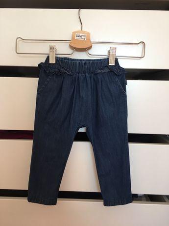 Calças de ganga da marca Chicco, tamanho 12 meses.