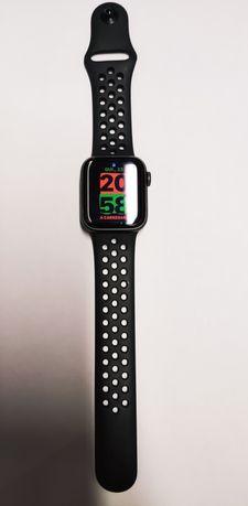 Apple watch series 5 40mm.