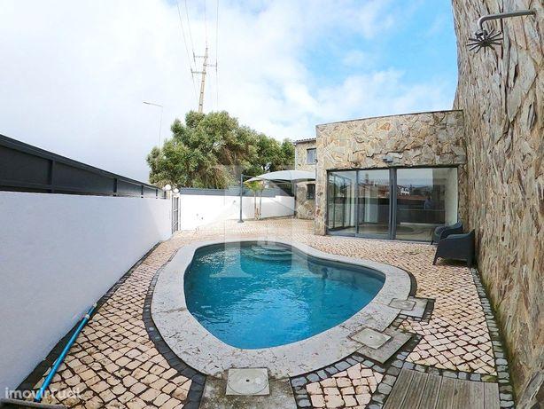 Moradia T3 em Alcabideche com piscina e zona de lazer