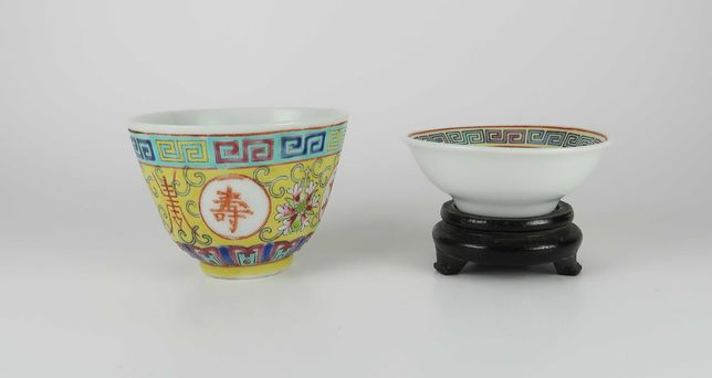 2 taças pequenas porcelana da China - esmaltes e caracteres