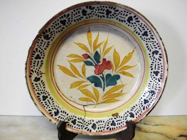 antigo prato em faiança portuguesa