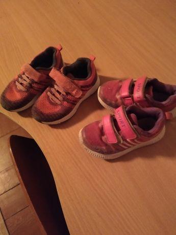 продам дві пари дитячих кросівок на дєвочку 26 розмір за 100 грн