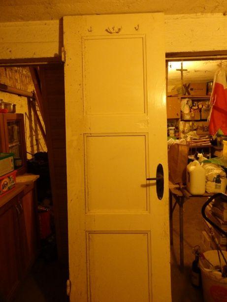 Drzwi drewniane, stare, poniemieckie.