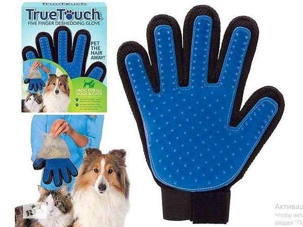 Перчатка для вычесывания шерти домашних животных